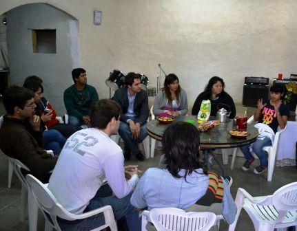 Santiago Cafiero junto a Jóvenes en La Cava