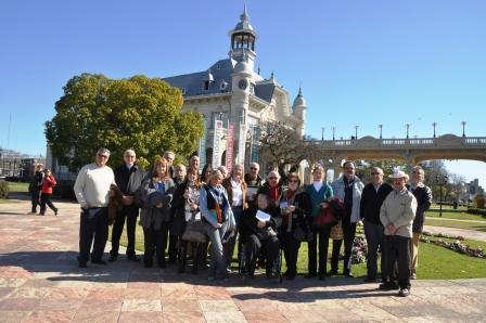 El Club de Ford V8 visitó el Museo de Arte Tigre