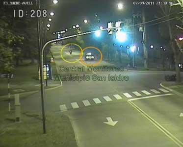 La persecución del delincuente  desplanzándose en moto captada por las cámaras de la comuna
