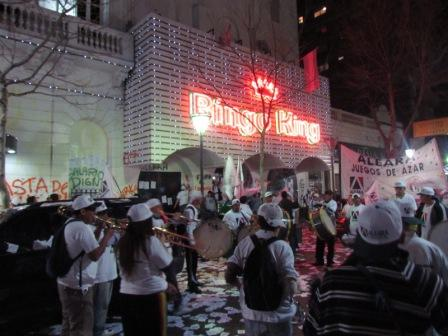 Ruidosa protesta en las puertas del bingo de San Fernando para reclamar aumento salarial