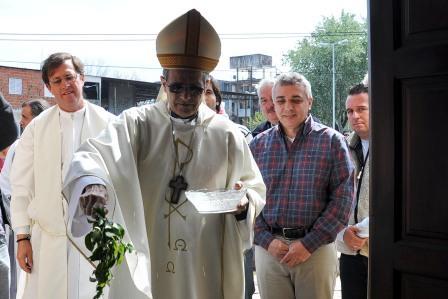 El nuevo templo fue bendecido y habilitado por el obispo de la diócesis de San Isidro, monseñor Jorge Casaretto