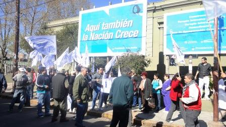 Delegados de ATE manifestaron hoy frente al Hospital Petrona V. de Cordero de San Fernando