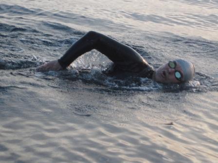 Agustín Barletti, vecino del distrito, cruzó nadando el estrecho de Gibraltar en un tiempo de 6 horas y 7 minutos.