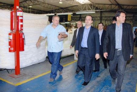 Massa recorrió la planta de Sealy Argentina en El Talar