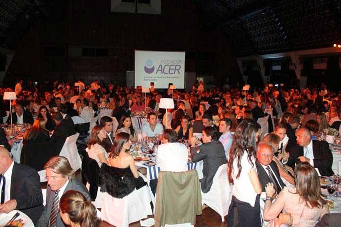 Se realizó la cena solidaria de la asociación ACER