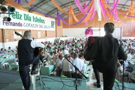 Los isleños realizan su tradicional festejo en el corazón del Delta