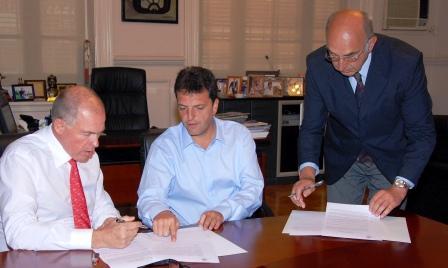 Sergio Massa, intendente de Tigre, junto con Gerardo Werthein, presidente del Comité Olímpico Argentino, y autoridades de la Federación Internacional de Remo.