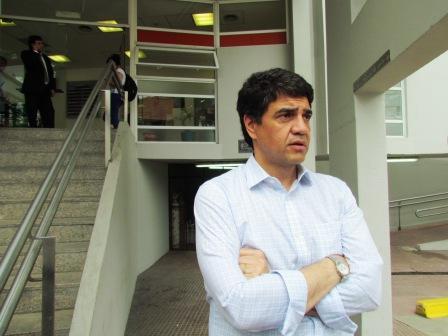 El intendente electo de Vicente López, Jorge Macri se acercó al Hospital de Vicente López, para interiorizarse del estado de salud y dar su apoyo al ex juez Carlos Santillán