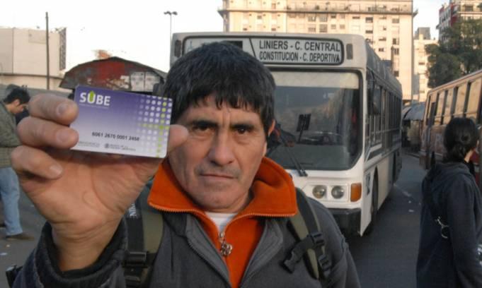 En colectivos, trenes y subtes donde no funcione lectora de tarjeta sube los usuarios deben viajar gratis
