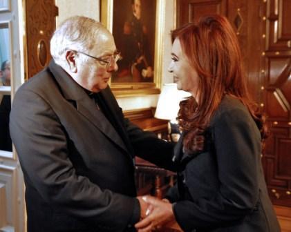 Cristina Fernández de Kirchner recibió esta noche la visita de la nueva cúpula del Episcopado, encabezada por monseñor José María Arancedo