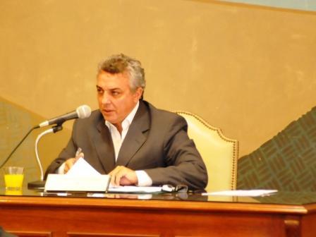 """Julio Zamora: """"algunos funcionarios provinciales viven en un frasco"""