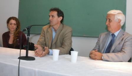 El intendente de General San Martín, Gabriel Katopodis, y la secretaria de Salud, Mariela Rossen, participaron del acto de asunción del nuevo director del Hospital Thompson, el Dr. Carlos Beneitez