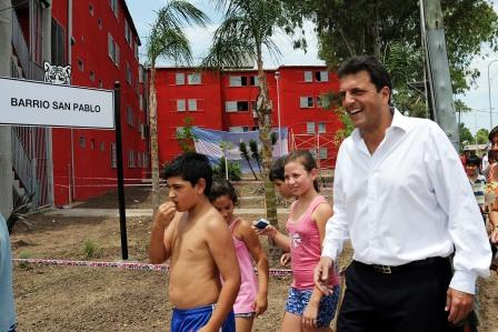 Massa recorrió las obras de remodelación del barrio San Pablo