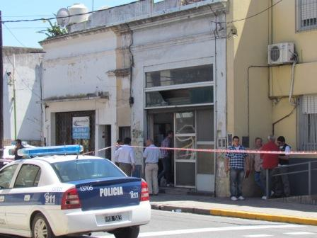 Los policiales no encontraron rastros de que la puerta de ingreso de la vivienda ubicada en Perón 92, de San Fernando