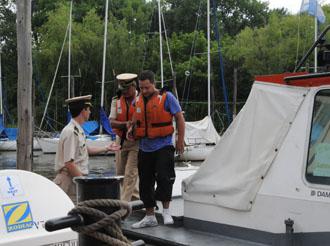 Prefectura asistió a un yate varado en San Isidro y aeroevacuó a dos tripulantes