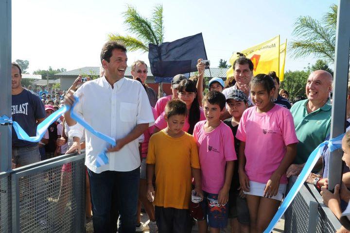 Massa encabezó la inauguración oficial de la nueva temporada en el flamante polideportivo de Benavídez