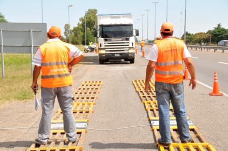 El 65% de los camiones controlados en ruta 2 estaban en infracción.