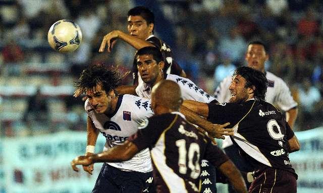 Tigre le ganó a Lanús y se subió a la punta del clausura