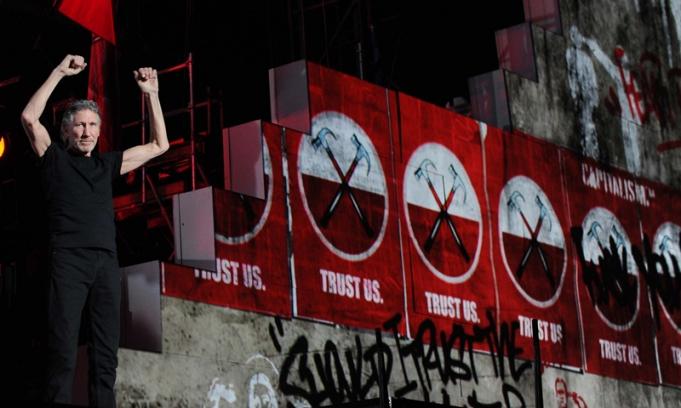 Toger Waters abrió su primer show con acordes de The Wall en un Monumental fascinado