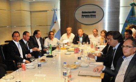 Scioli se reunió con una veintena de intendentes de la primera sección electoral