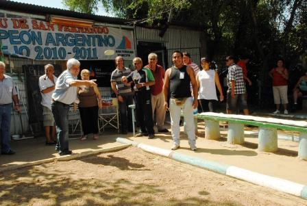 Andreotti compartió el torneo de tejo con los bicampeones de El Ombú