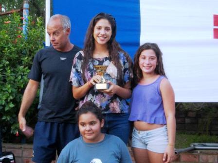 La natación promocional de San Isidro se trajo la copa de Zarate