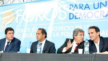"""Katopodis, Scioli y Mariotto inauguraron el """"Primer Foro para una Seguridad Democrática"""" en San Martín"""