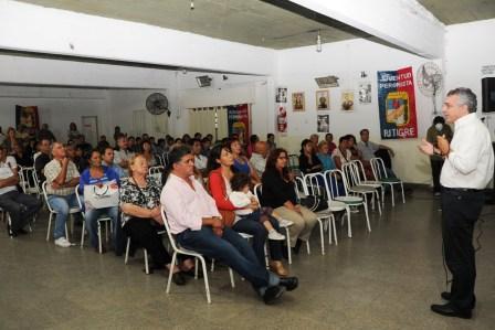 Cine móvil y jornada política del PJ en Benavídez