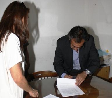 Sandro Guzmán firmó el convenio final para la entrega del edificio donde funcionara el CBC en escobar