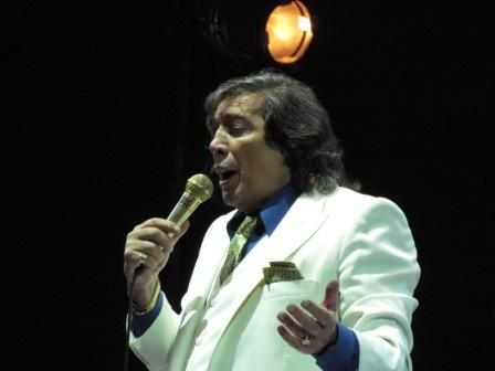 Cacho Castaña volvió a postergar por bronquitis el show que debía presentar el sábado en el teatro Colón