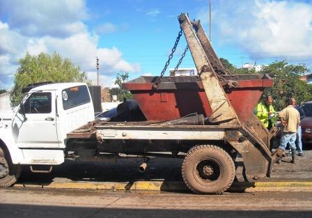 Secuestran un camión por arrojar residuos en el Escobar