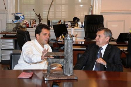 El Embajador de Ecuador, Wellinton Sandoval Córdova, recibió el premio en nombre del ganador Hernán Salcedo ganador del Festival de Cortometrajes de Don Torcuato 2011, entregado por el intendente de Tigre Sergio Massa