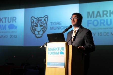 El Director Ejecutivo de la Agencia de Desarrollo Turístico del municipio de Tigre, Roberto Romero, disertante en el evento