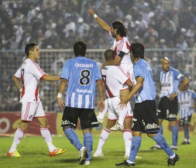 River se lo dio vuelta a Atlético Tucumán y alcanzó la punta de la B Nacional