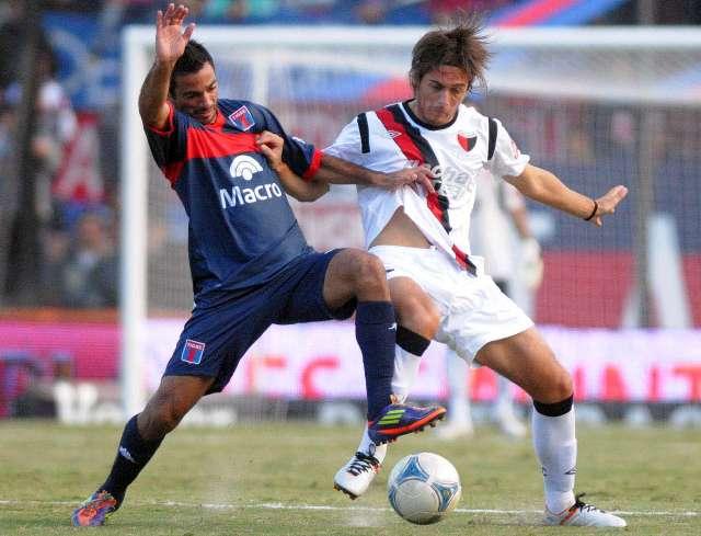 Tigre empató con un hombre menos con Colón y desperdició un penal