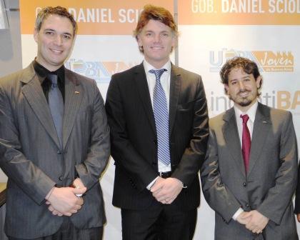 El vicepresidente ejecutivo del Grupo Banco Provincia, Nicolás Scioli, junto a integrantes de la fracción joven de la Unión Industrial de la Provincia de Buenos Aires