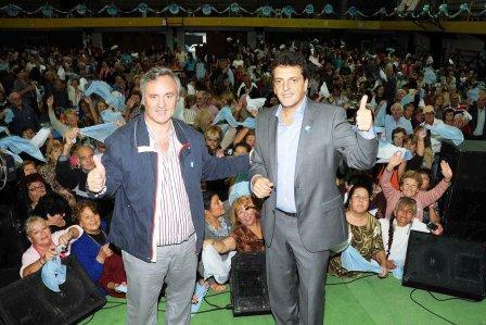 El intendente de Tigre, Sergio Massa, realizó hoy la firma de convenio con el Intendente de San Miguel, Joaquín De La Torre