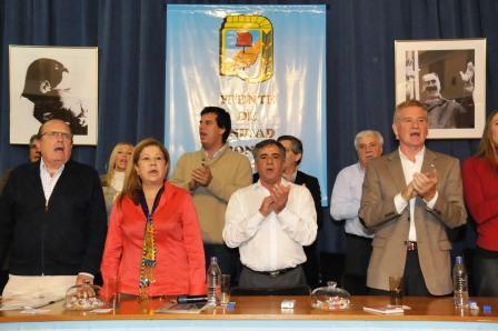 Jesús Cariglino, el intendente de Malvinas argentinas, ofició de anfitrión. Asistieron Francisco de Narváez, Graciela Camaño, Carlos Brown, José Pepe Scioli y numerosos diputados, concejales y dirigentes de la primera sección electoral bonaerense