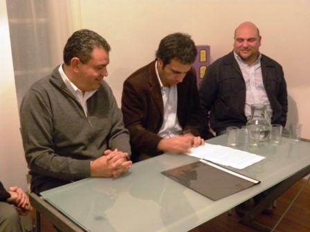 Gustavo Aguilera, presidente de Plurales, firmó un convenio de cooperación con Jorge Álvarez, presidente de IADEPP y Luis Freitas, referente sanfernandino de esa organización