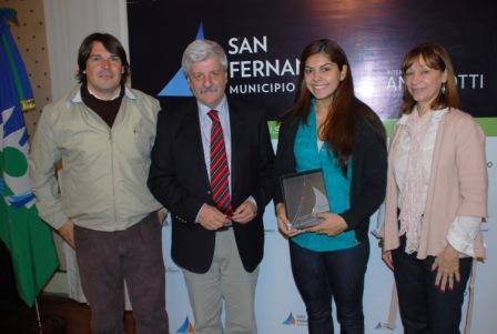 El Municipio de San Fernando entregó apoyo económico a Anabella Rocío Veliz