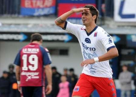 Román Martínez dejo de ser jugador de Tigre y se acerca a Estudiantes de La Plata