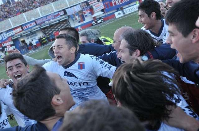 Tigre festejo su título, la permanencia en Primera