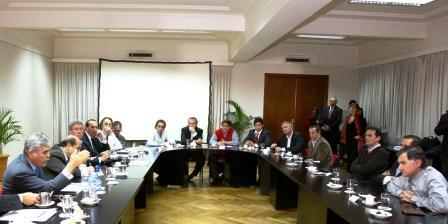 Katopodis se reunió con De Vido y otros intendentes para debatir programas de obra pública