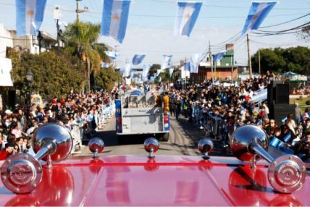 Tigre celebró el Día de la Independencia con un desfile cívico-militar