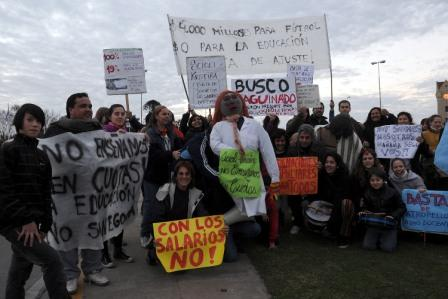 Docentes se movilizaron en Tigre por el cobro fraccionado del aguinaldo
