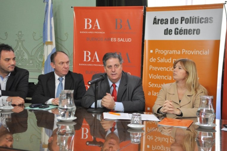 El ministro de Salud, Alejandro Collia, encabezó la presentación ante los titulares de las comisiones de Salud de Diputados y Senadores