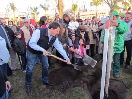 Massa inauguró un puente vehicular que une Rincón con Tigre Centro