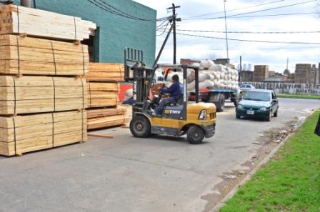 """Fabricantes de muebles y maderas aseguran que sufren una """"situación delicada"""" por caída de ventas y aumento de costos"""