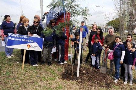 Tigre plantó 180 árboles en la Semana del Árbol