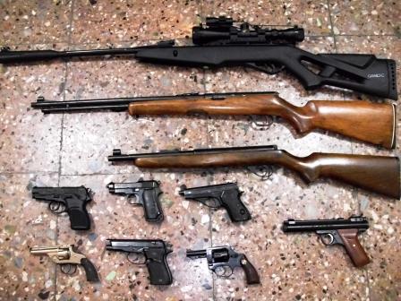 Secuestran varias armas en un allanamiento en Florida